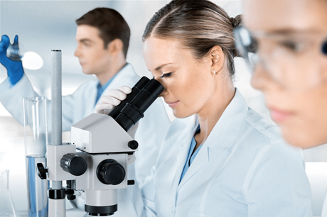 doctors doing laboratory research