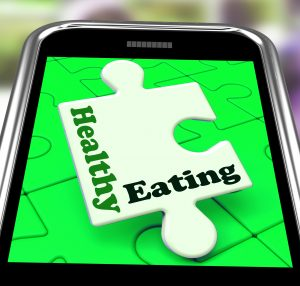 healthy eating on smartphone shows dieting and health care_GkeF3bDO 300x286